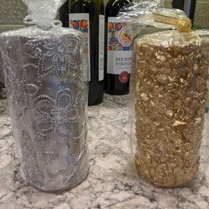 2 new 6 inch glittery gold and silver pill…